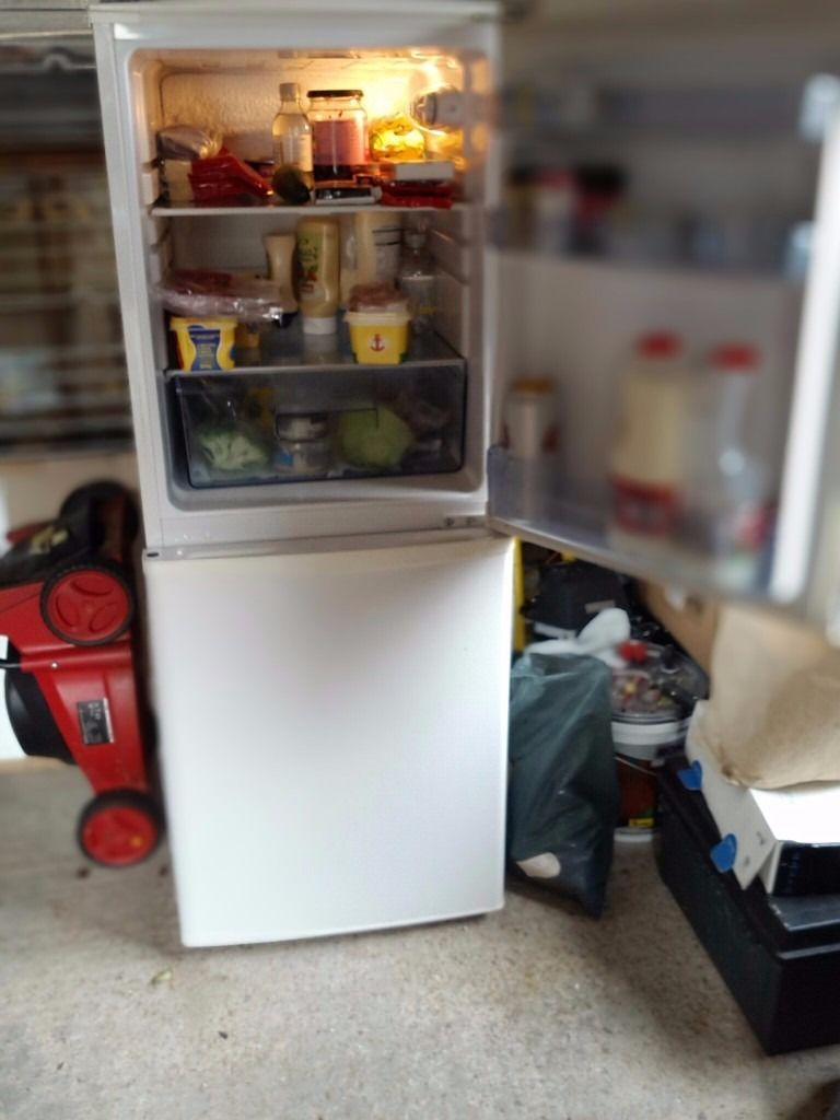 GOOD WORKING ORDER FRIDGE / FREEZER REASON TO SELL NEW KITCHEN JUST FITTED .