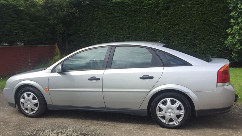 DIESEL VAUXHALL VECTRA 2.0L (2003) with tow bar year mot
