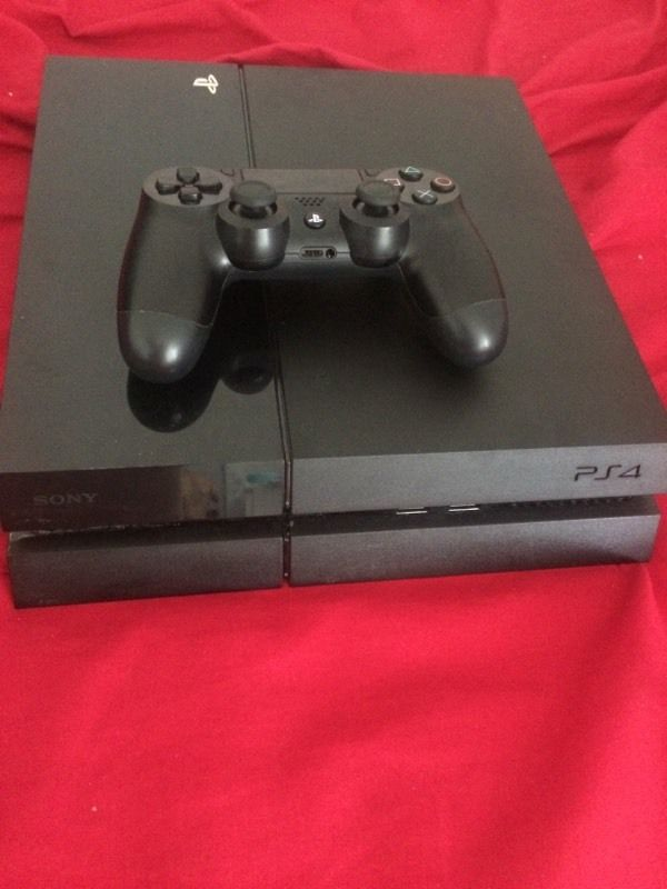 Ps4 Hardly used v good condition