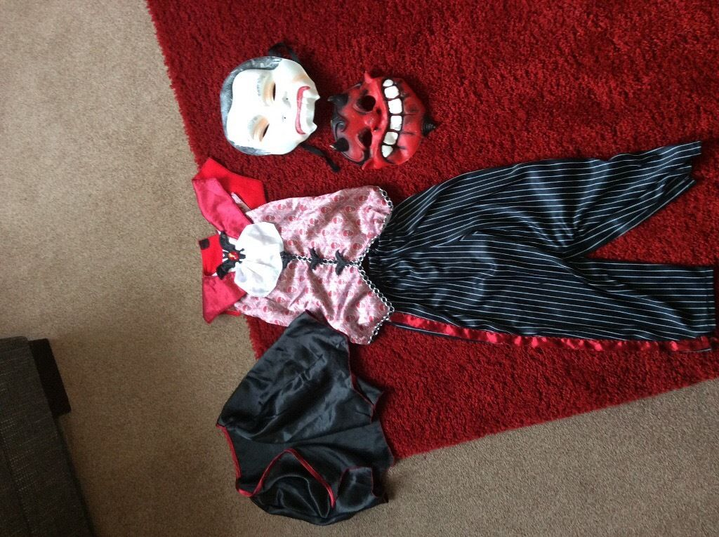 Dracula Halloween outfit size 3-4 years old.