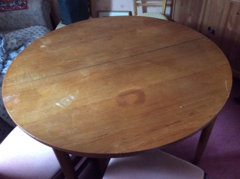 Free - circular extendable table.