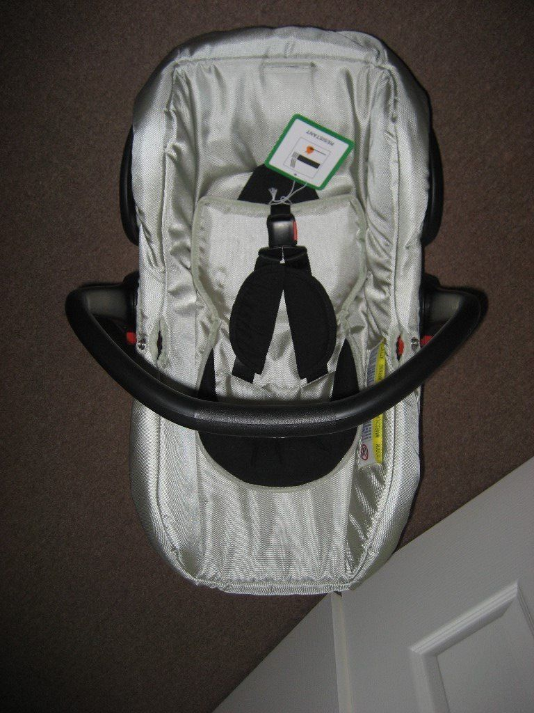 NEW - NEVER USED - BABYSTYLE OYSTER CAR SEAT - LB321 MODEL