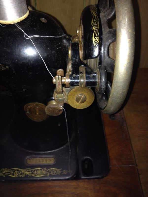 Fully Working SINGER Sewing Machine - Can Deliver
