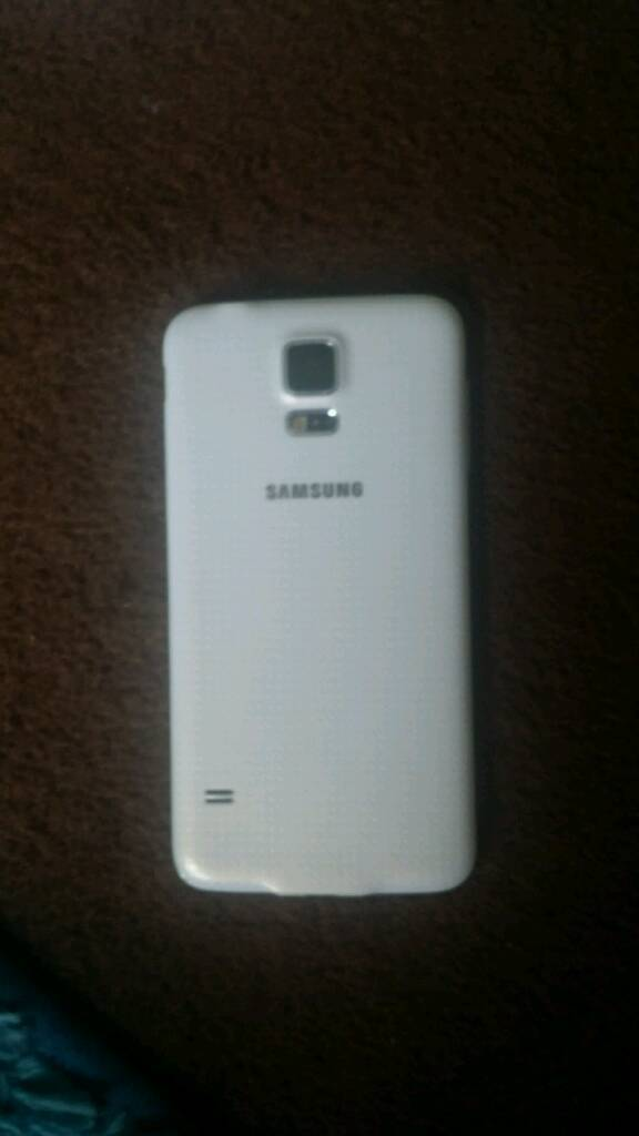 White samsung s5 for sale in perfect condition !