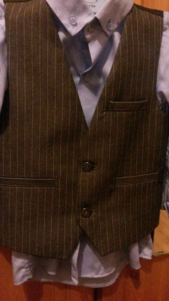 BNWOT BOYS waistcoat (3-4 years ) ideal for parties
