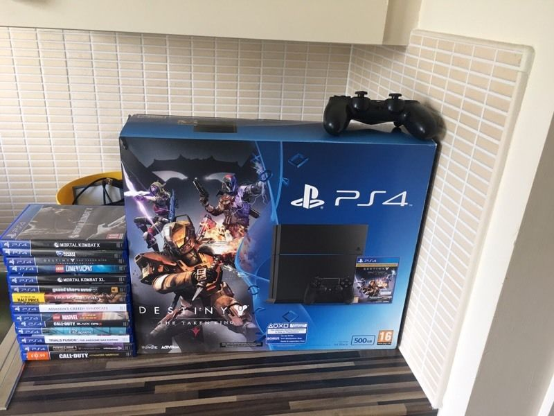 PlayStation 4 - 500gb - 2 controllers -