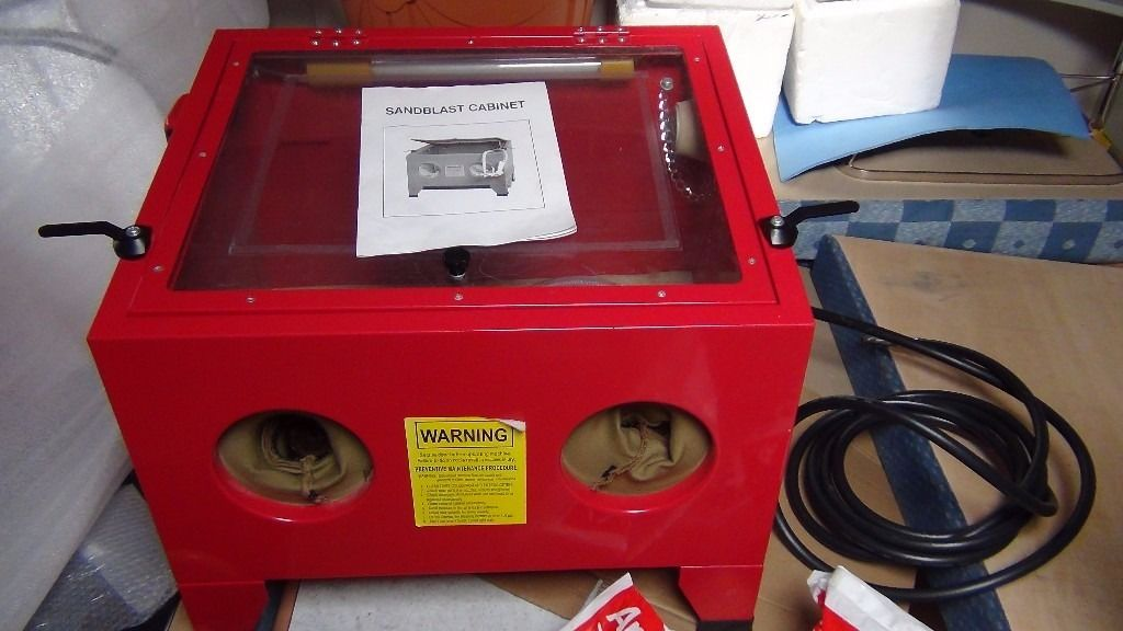 Heavy Duty sand blasting cabinate as new