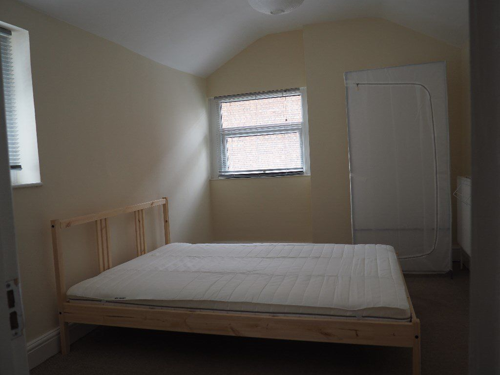 Double Room in 3 Bedroom House.