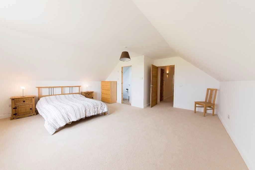 Large ensuite double bedroom for short term let