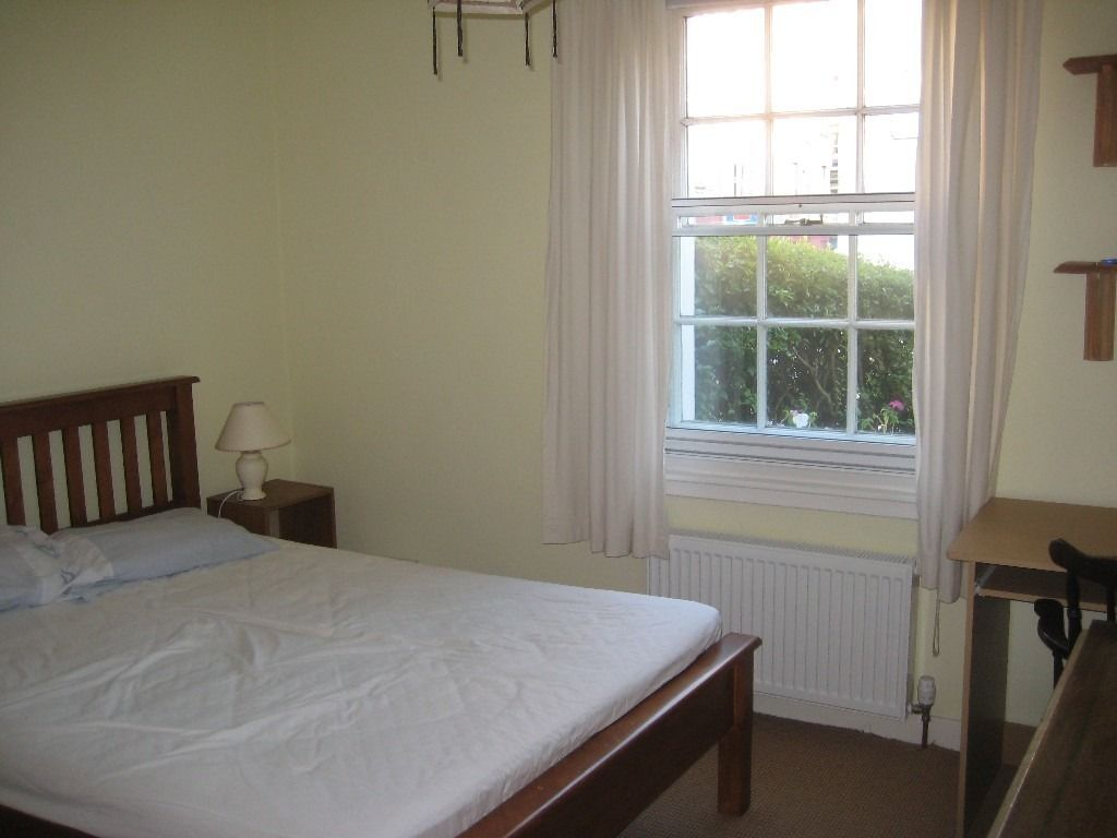 Double Room Available Now - Newington