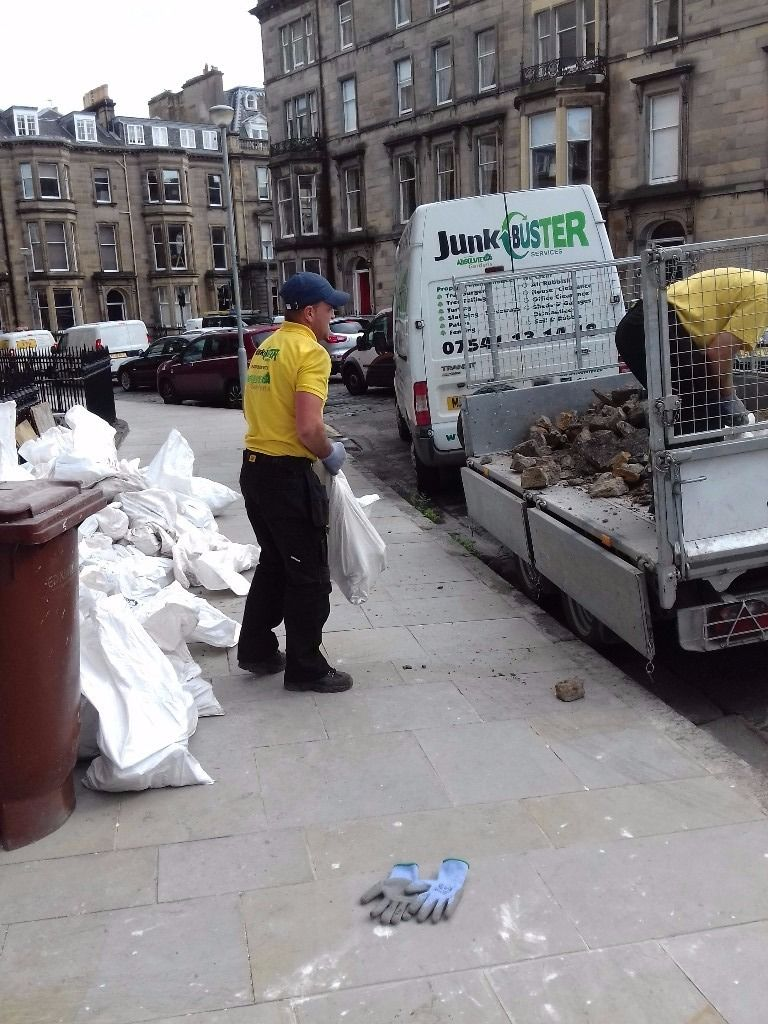 EDINBURGH RUBBISH REMOVAL 07541 131418 / HOUSE CLEARANCE / BUILDERS WASTE / SOIL AND RUBBLE REMOVAL