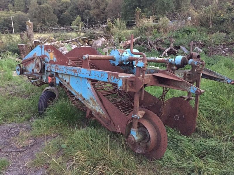 Single row Ransomes potato digger harvester
