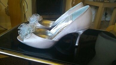 1 PAIR SILVER OPEN TOE 3 INCH HEEL SATIN BRIDAL SHOES SIZE 5 BY LEXUS