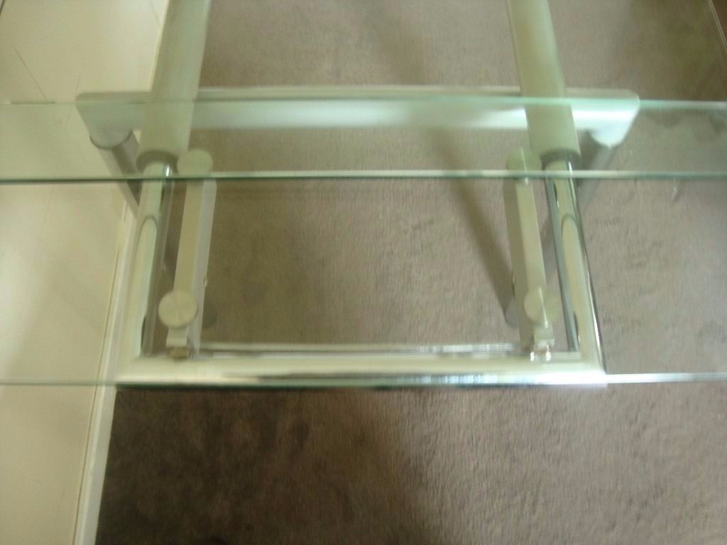 Glass extendable dining table