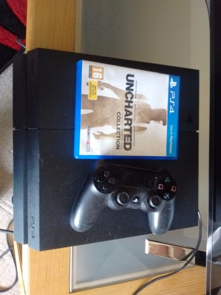 Sony Playstation 4 with game