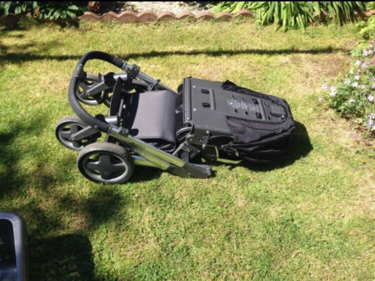 Babystyle oyster pushchair with carry cot