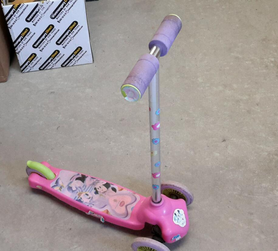 FREE MINI MOUSE SCOOTER