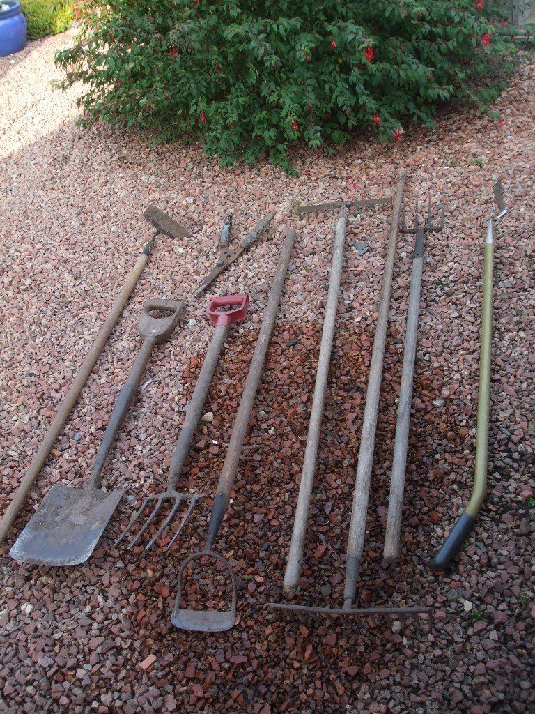 Selection of good quality old garden tools.
