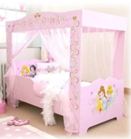 Disney Princess toddler bed & matching chest of drawers