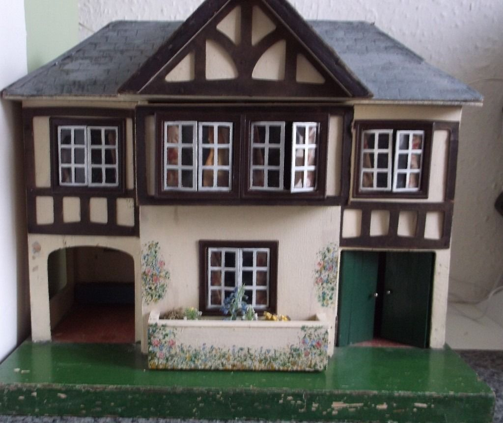 Dolls House Rare Tri-ang with furniture