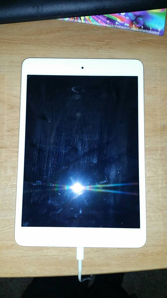IPad Mini 1 + Charger cable and Wireless Keyboard