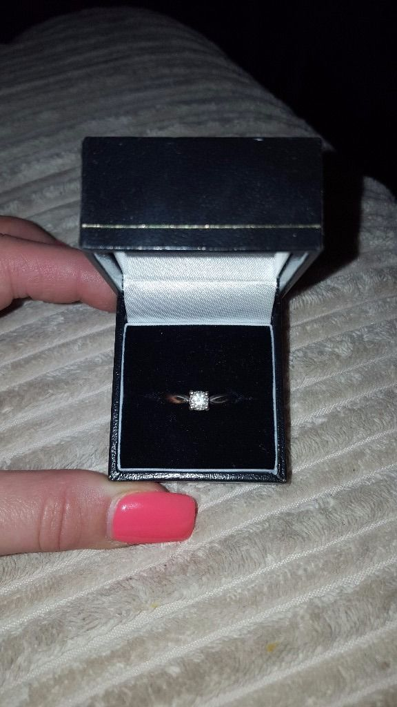 18ct white gold engagement ring size J