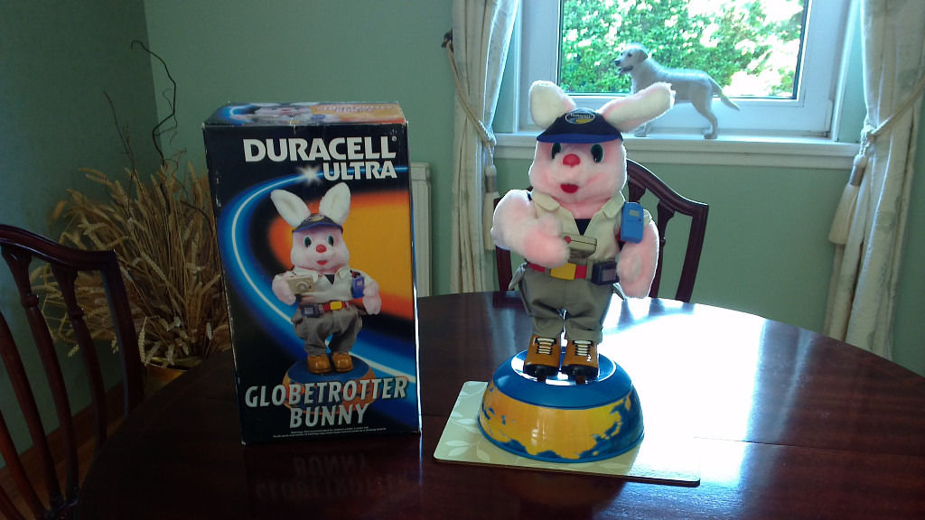 DURACELL ULTRA ORIGINAL GLOBETROTTER BUNNY STILL IN BOX EXCELLENT CONDITION
