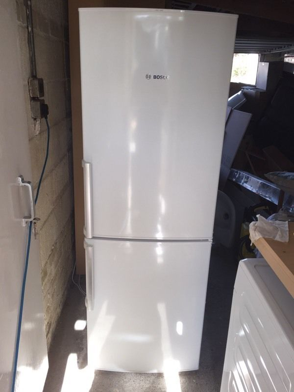BOSCH fridge freezer, white, immaculate.Frost Free