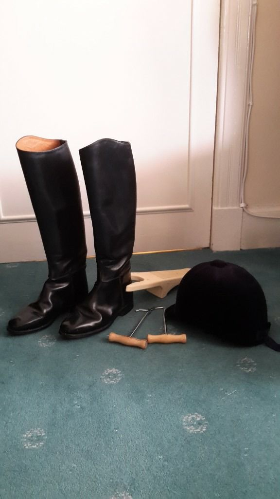 Ladies riding hat and boots