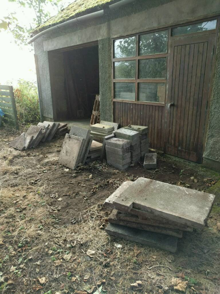 FREE: 18-20 Concrete/breeze blocks