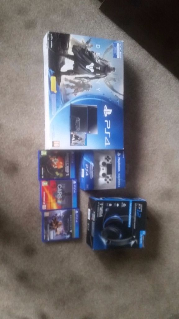 Ps4 boxed vgud condition 2 pads heatset +200 games