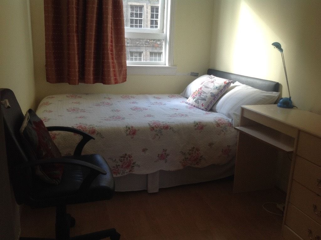 Room at city centre ready to move