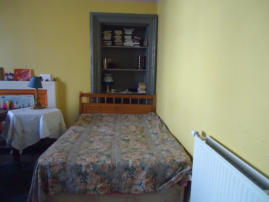 SHORT LET ONLY: VERY LARGE DOUBLE ROOM TO RENT