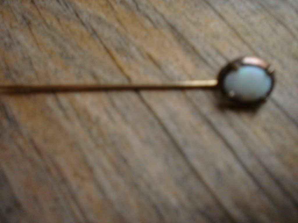 9ct Gold Opal Pin