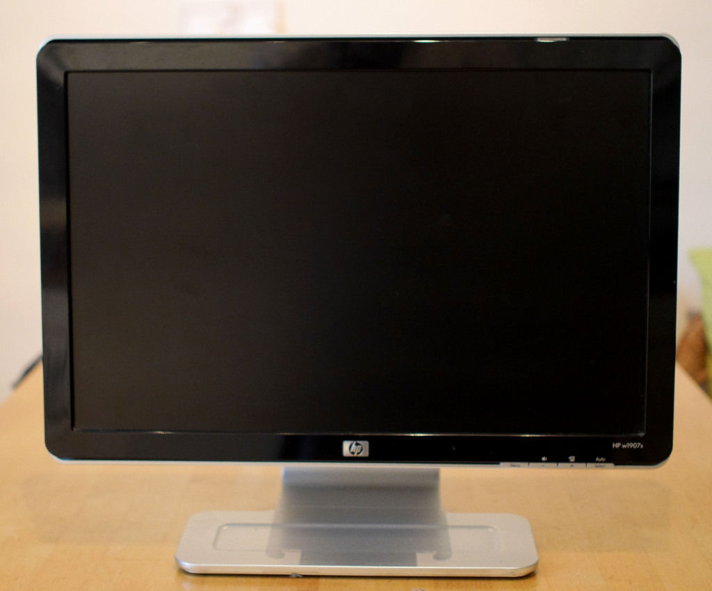 "HP w1907s 19"" LCD TFT flatscreen monitor with power and VGA cables"
