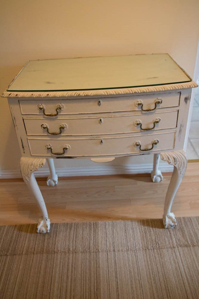 Vintage beautiful chest of drawers