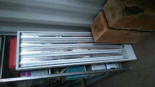 FLUORESCENT LIGHT FITTING, EXCELLENT CONDITION, 4 TUBE