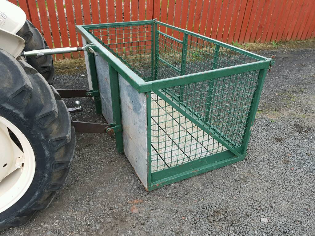 Tractor three point linkage transport livestock box