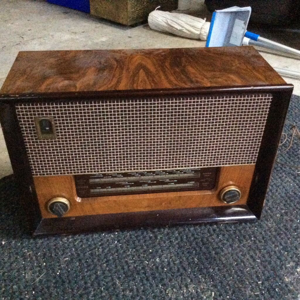 Very old wireless in wooden case
