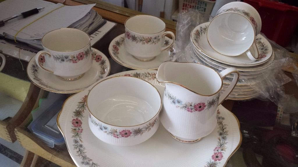 Paragon England Belinda design 6 person tea set