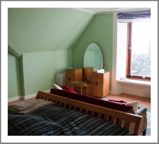 Quiet king-size room in West Helensburgh