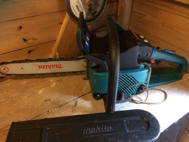Mikita DCS 340 chainsaw