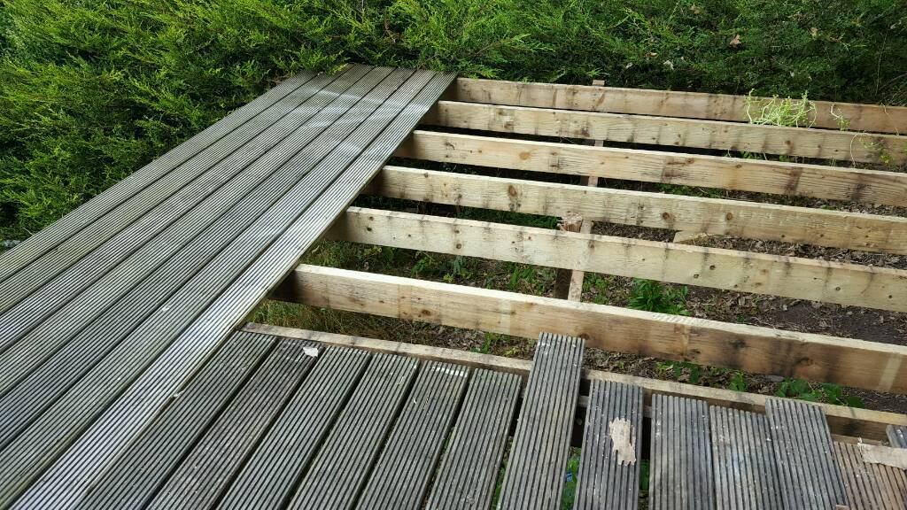FOR SALE USED 55x DECKING BOARDS 3-4 M LENGTHS 6X2 JOISTS X POSTS / SCREWS . ALL GREAT CONDITION.