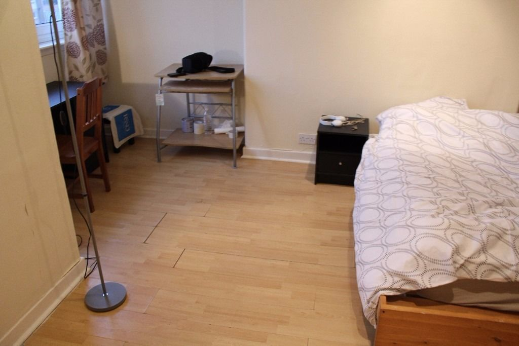 *****LARGE Double bedroom in City centre