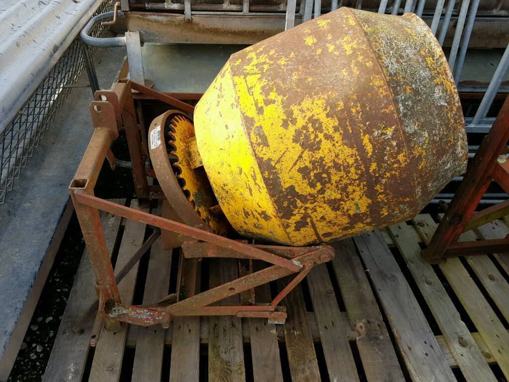 Teagle Tractor pto driven cement mixer in good condition
