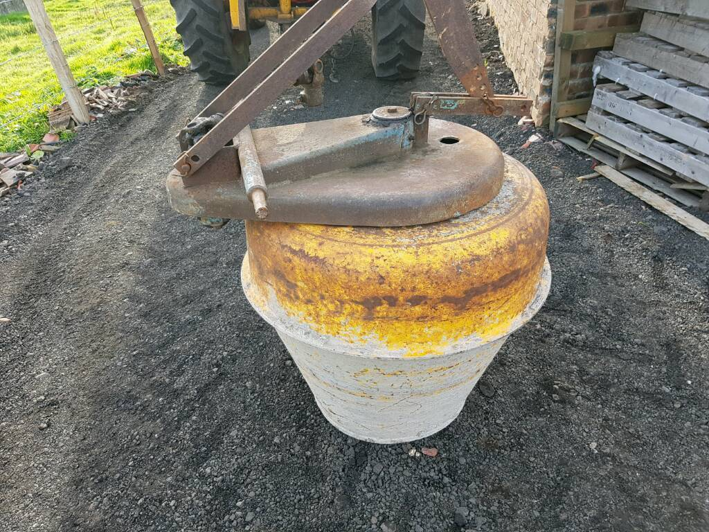 Tractor pto driven cement mixer has clean drum comes with pto shaft