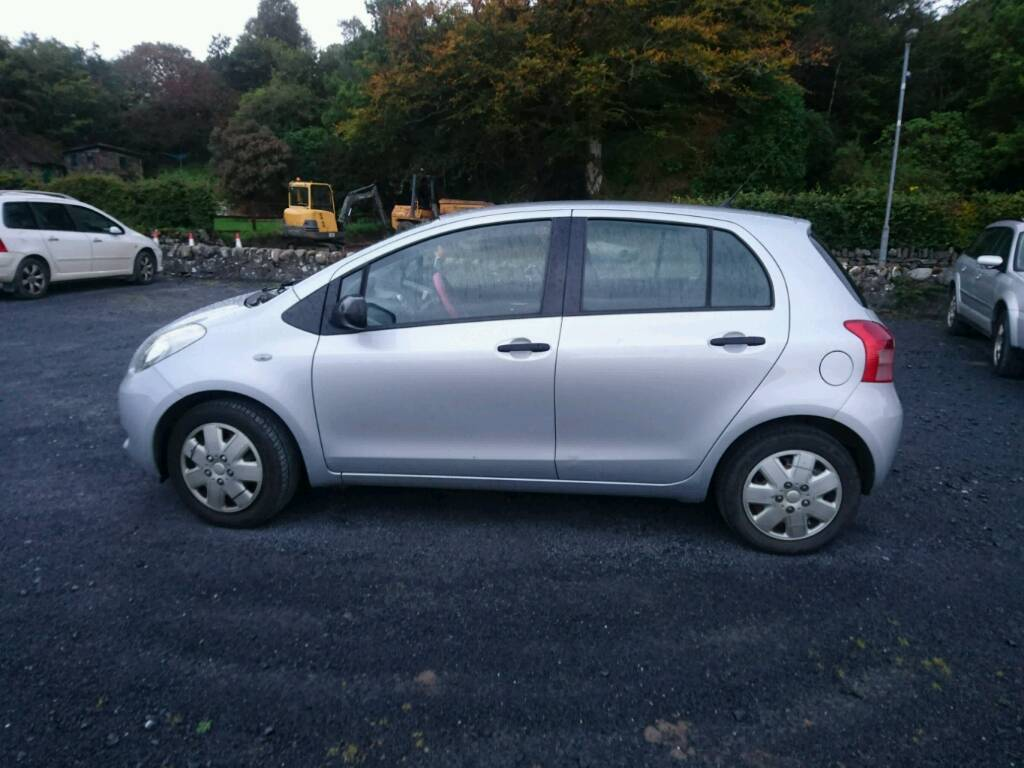 SILVER 2006 PLATE TOYOTA YARIS FOR SALE.