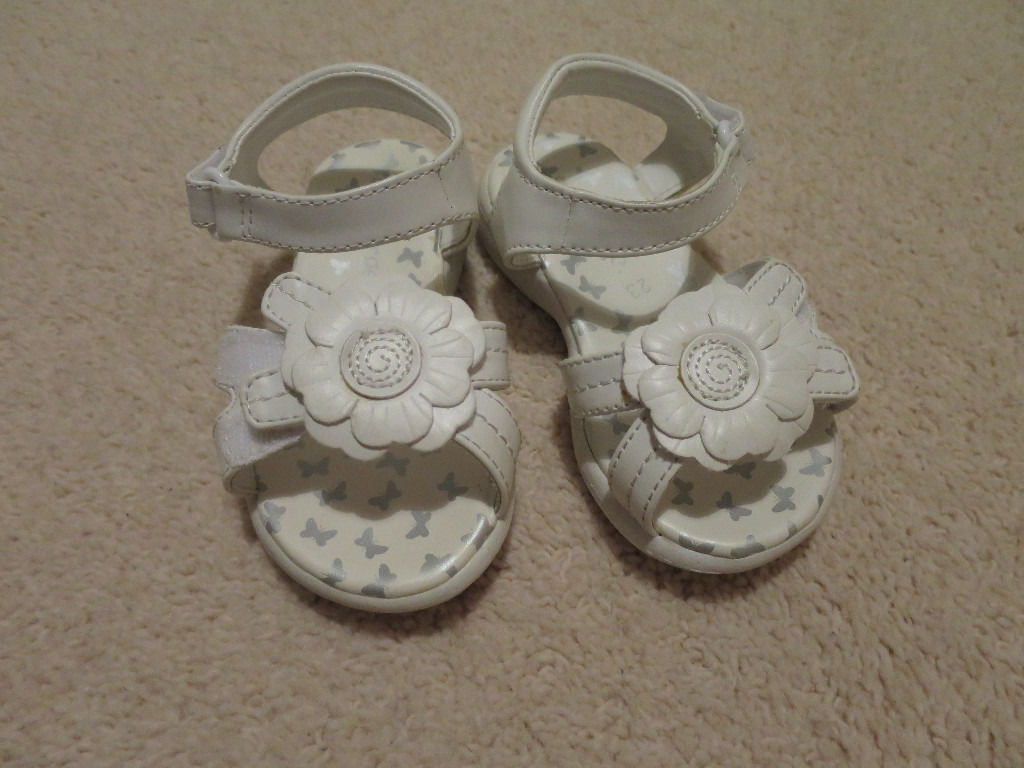 White sandals size 6 (George)