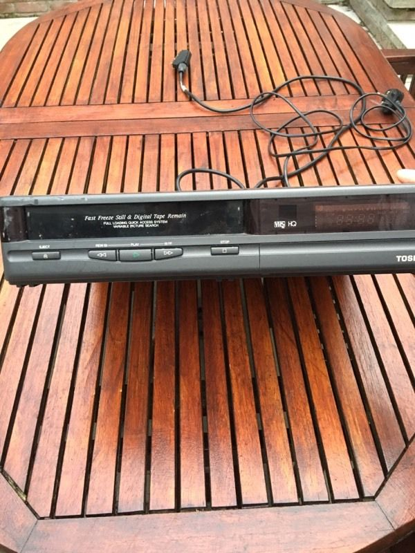 VHS Video recorder Toshiba