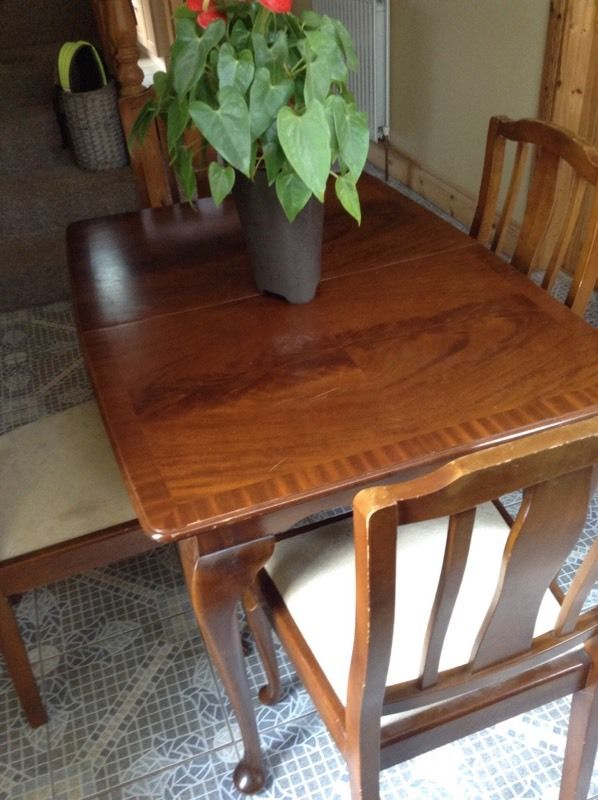 Gorgeous solid wood Queen Anne style extending table + 4 chairs